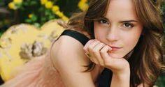出典:http://entame-watch.com/ 美しく魅力的な女性からは、学べることがたくさんあります。女性エマ・ワトソンもその一人。 出典:http://prcm.jp 映画『ハリーポッター』シリーズのハーマイオニー役で知られたエマ・ワトソンは1990年にフランスで生まれたイギリスの女優です。2011年には、アメリカの映画雑誌が毎年発表する『世界で最も美しい顔ベスト100』にも選ばれました。 年々美しく成長し女優としても活躍を続けるエマは、強い意思を持った『自然な美しさ』を大切にする女性としても知られています。そんな彼女の『キラキラ輝く強く美しい女性』になる為の7つの名言をご紹介します! 1.「自信がないと思った時、いつも自分にきっぱりとこう聞くの。『私がやらなければ誰がやるの?今やらなければいつやるの?」 出典:http://laughy.jp エマは強い責任感と意思を持った女性です。気になったことは「いつかやろう」ではなく、積極的にチャレンジしてみましょう。 2.「美しさとは、内面から溢れ出るもの。私は、本当に心から、そう信じている。」…