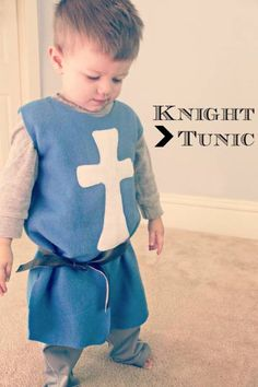 DIY Knight's Tunic In honor of a little man's birthday, happy birthday Gordon! It only seems right to have a boy-centric tutorial. Not to say there can't be awesome girl knights too. Jennifer from Eat. Best Diy Halloween Costumes, Toddler Boy Halloween Costumes, Boy Costumes, Halloween Meninas, Costume Chevalier, Costumes Faciles, Costume Garçon, Diy Knight Costume, Costume Ideas