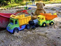les jouets et les terrains de jeux