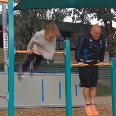 This Dad tries gymnastics to bond with his daughter 😂😂 By: Super Funny Videos, Funny Short Videos, Funny Video Memes, Really Funny Memes, Stupid Funny Memes, Haha Funny, Funny Cute, Gymnastics Tricks, Gymnastics Skills