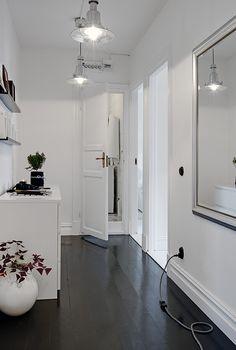 Dark hardwood floor (could be hardwood look tile) with white & those lights beautiful! Hardwood Floor Colors, Dark Hardwood, Hardwood Floors, Flooring, White Rooms, White Walls, Floor Design, House Design, Magazine Deco