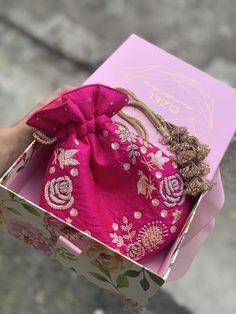 Wedding Accessories, Bag Accessories, Saree With Belt, Bridal Jewelry Vintage, Bridesmaid Bags, Burlap Bags, Potli Bags, Mehndi Art Designs, Floral Clutches