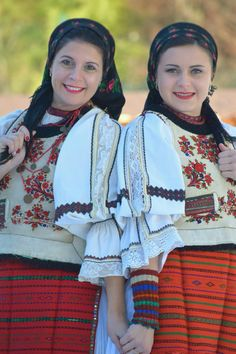 Folk Costume, Costumes, Attractive Girls, Folk Fashion, Rupaul, Traditional Dresses, Ruffle Blouse, Clothing, Beauty