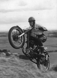 This man was really Fortunate … Crash Accident base jumping - base jump extrem This guy was very Lucky. Motocross Bikes, Vintage Motocross, Racing Motorcycles, Vintage Motorcycles, Sport Bikes, British Motorcycles, Vintage Cycles, Rough Riders, Old Bikes