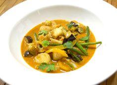 Paleo Yellow Fish Curry #paleo #food #dinner #freshmadeeasy https://www.livefreshr.com