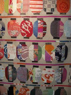 Japanese Embroidery Kimono Japanese lanterns made with old kimono fabric, by Shizuko Yoshizawa. Japanese Quilt Patterns, Japanese Fabric, Japanese Sewing, Crumb Quilt, Asian Quilts, Modern Quilting Designs, Fabric Art, Kimono Fabric, Japanese Embroidery