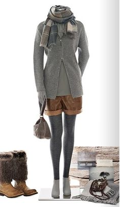 Лукбук люксового бренда Brunello Cucinelli обещает очень приятную и уютную зиму. Фактурные свитера в сочетании с тонкими платьями и юбками, пальто благородных оттенков, укороченные брюки — очень изысканное сочетание классики и последних тенденций. При этом все выглядит очень просто и буднично в самом лучшем смысле этого слова.