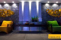 Os mosaicos na parede são uma ótima opção para quem quer trazer um ar moderno e sofisticado para os ambientes da casa.