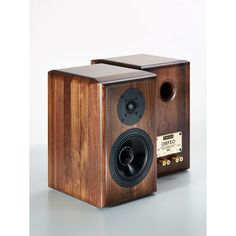 25 years of audio engineering experience concentrated in a two-ways reference speaker of world quality.