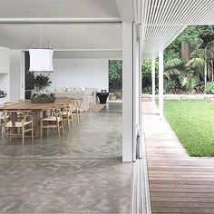 X #openliving #interiorinspiration #indooroutdoor #interiorstyle #concretefloor #classic #minimalism #home #lifestyle #hipdigs img via @rachelhudsonarchitect / Skylight house X