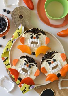 Turn an ordinary breakfast food into allergen-friendly Vampire Bagels this Halloween. Your kids will beg for a BITE over and over again! Halloween Themed Food, Halloween Treats, Spooky Halloween, Happy Halloween, Breakfast Bagel, Breakfast Recipes, Scary Vampire, Halloween Breakfast, Fussy Eaters