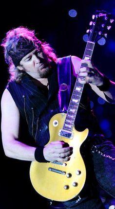 Adrian Frederik Smith is een van de drie gitaristen van de Britse heavymetal-band Iron Maiden. Zijn eerste band was Urchin, die hij verliet. Hij werd eind 1980 lid van Iron Maiden om Dennis Stratton te vervangen.Adrian Smith- Iron Maiden