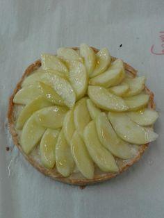 Apple flan with an apricot glaze