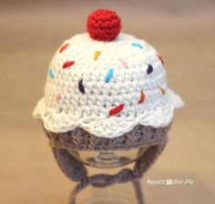Repeat Crafter Me: Crochet Cupcake Hat FREE Pattern! 0-3 month size