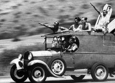Let's go surfing ! - #Rewave_lab #surf #trip #car #blackwhite #oldies #friends #photo #pic #lifestyle