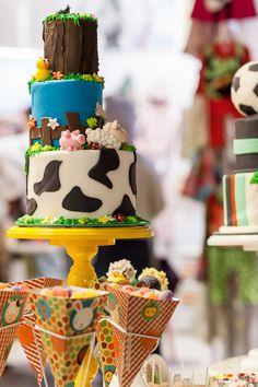 Detalhe da nossa mini mesa com tema Fazendinha. Não ficou linda com o bolo do Atelier Pequenas Delicias?