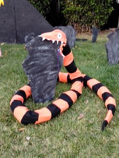 Nightmare Before Christmas Creature . would be great for Halloween decoration! Halloween Birthday, Disney Halloween, Halloween 2017, Halloween Town, Holidays Halloween, Scary Halloween, Happy Halloween, Homemade Halloween, Nightmare Before Christmas Decorations
