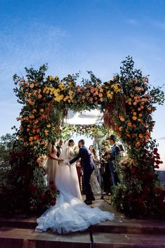 Luxurious Hummingbird Nest Ranch Jewish Wedding – Katie Beverly 33  Get ready to peak at this mindblowing and lavish wedding celebration at Hummingbird Nest Ranch.  #bridalmusings #bmloves #wedding #ido #bride #groom #jewishwedding #colorful #lavish #magical #hummingbirdnestranch #florals My Wedding Planner, Plan My Wedding, Our Wedding, Wedding Planning, Hummingbird Nest Ranch, Best Bride, California Wedding, Southern California, Celebrity Drawings