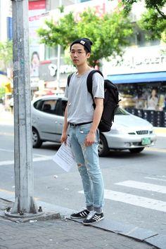 Jeans (Colour, Fit) - Tee (Colour, Fit) - Shoes (Colour) - Whole outfit on point