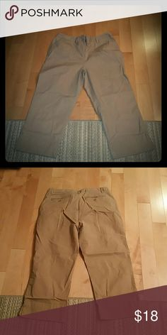 Khaki Crops Classic fit and length.  Wrinkled and need ironed but have only been worn about 4 times. 98% cotton...2% lycra. Style & Co Pants Ankle & Cropped