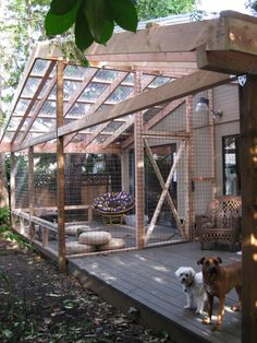 Here's something to add to the list of awesome things you can build for your cat: a catio. It's a portmanteau of cat + patio, and it's an enclosed outdoor space that lets your cat enjoy the great outdoors, without the attendant risks. If you've got the DI Outdoor Cat Enclosure, Cat Run, Cat Condo, Outdoor Cats, Outdoor Spaces, Outdoor Living, Backyard Fences, Yard Fencing, Fence Landscaping