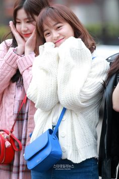 GUGUDAN - Kim SeJeong 김세정 #세정 #갓세정 #Gu9udan Kpop Girl Groups, Kpop Girls, Korean Women, Korean Girl, Kim Sejeong, Girl Artist, Jellyfish Entertainment, K Pop Star, Cute Poses