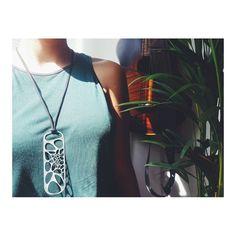 Série Voronoi. Chapa de aço galvanizado cortado a laser. Peças únicas e numeradas. Restam apenas 4/30. Whatsapp 8163 3370 #parametric #lasercut #digitalfabrication #grasshopper #design #jewelry #necklace by fabricado