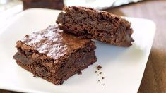 Whether you like them moist and chewy or cakey and light, here's everything you need to know to bake great brownies, from the best ingredients and equipment to tips and recipes. Oreo Dessert, Brownie Desserts, Desserts To Make, Party Desserts, Brownie Recipes, Dessert Recipes, Chocolate Traybake, White Chocolate Brownies, Salted Caramel Brownies