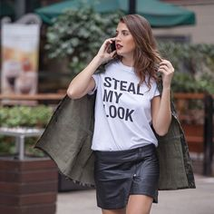 #stealthelook #look #looks #streetstyle #streetchic #moda #fashion #style #estilo #inspiration #inspired #parka #saia #stealmylook #camiseta #batomvermelho