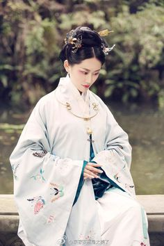 "Chinese national costume, ""Han Fu"" Hanfu, Cheongsam, Chinese Traditional Costume, Traditional Fashion, Traditional Dresses, Oriental Fashion, Asian Fashion, Fashion East, Oriental Dress"