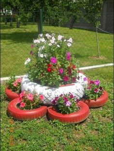 9 Creative DIY Tire Planter Ideas to Upgrade Garden View # and Exterior Tire Garden, Garden Art, Garden Design, Landscape Design, Garden Pallet, Pallet Fence, Tire Planters, Garden Planters, Tyres Recycle