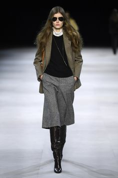 Celine's Fall 2019 Collection at Paris Fashion Week Outfits Otoño, Short Outfits, Casual Outfits, Fashion Outfits, Womens Fashion, Blazer Fashion, Fall Winter Outfits, Autumn Winter Fashion, Spring Fashion