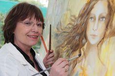 """Voici Danièle Petitjean / Enseignante à la retraite, elle développe son sens créatif dans la Peinture à l'huile et dans le"""" Scrap"""", avec la création de cartes et de tableautins en 3D.  """"Savoir"""" qu'elle met au service des Blouses Roses, à l'hôpital d'enfants de Brabois, où elle intervient dans différentes activités, au près des enfants malades.  """"Mes créations sont un épanouissement nécessaire à ma personne, une expression profonde, une aventure nouvelle, tout simplement le plaisir d'être."""""""