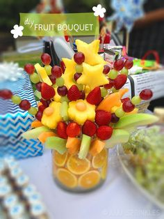 Awesome fruit bouquet tutorial! Three different bouquets you can make! Check it out at SodaPopAve Edible Fruit Arrangements, Edible Centerpieces, Edible Bouquets, Centerpiece Wedding, Fruit Party, Snacks Für Party, Diy Snacks, Fruit Snacks, Fruit Dips