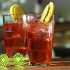 La recette du cocktail Gin rickey #cocktail #bartender #alcool #mixologie #cocktailand Cocktail Gin, La Grenadine, Le Gin, Moscow Mule Mugs, Stuffed Peppers, Vegetables, Tableware, Food, Lemon Slice