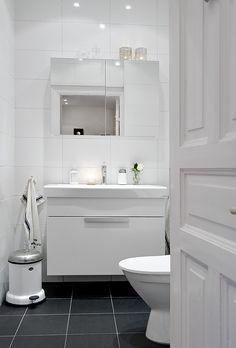 39 dark grey bathroom floor tiles ideas and pictures Grey Bathroom Floor, Dark Gray Bathroom, Grey Bathrooms, Beautiful Bathrooms, Bathroom Flooring, Modern Bathroom, Small Bathroom, Cozy Bathroom, Minimalist Bathroom
