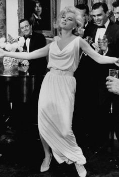 Love this dress and this movie.  Virna Lisis in How to Murder Your Wife.