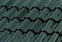 Lead (Plomo) from the BORJAdecor Metallic roof tile collection, metal reflection is its main characteristic.