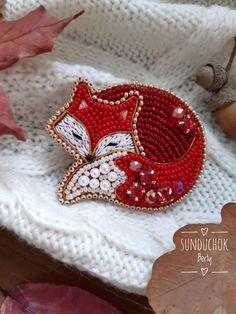 Bead Embroidered Bracelet, Bead Embroidery Jewelry, Beaded Brooch, Beaded Embroidery, Crochet Earrings, Bead Jewellery, Beaded Jewelry, Brooches Handmade, Handmade Jewelry