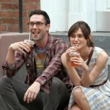 Keira Knightley et Adam Levine sur le tournage de Can a Song Save Your Life? à New York le 1er juillet 2012 #idol #iconic #star #celebrity #people #gal