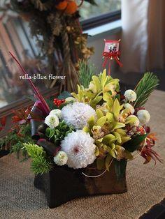 新年☆ の画像|静岡市フラワーアレンジメンント教室&ブーケサロン レラブルー rella-blue flower Flower Arrangement, Floral Arrangements, Chines New Year, Table Set Up, Flower Basket, Wedding Bouquets, Floral Wreath, Table Settings, Chinese
