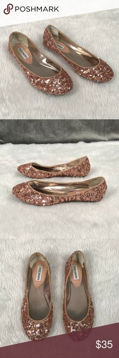 💥Steve Madden 'P-Heaven' pink sequin ballet flats Steve Madden P-Heaven pink sequin ballet flats •Beautiful pink/ peach sequin color! •Lightweight  •These will go with just about anything •No visible wear- excellent condition! •Almost like new! •Size 8  👟Check out more flats in my closet 👟 ⚜️ Same/next day ship ⚜️ 🐲 Smoke-free 🐲  I do not discuss price in the comments #14 Steve Madden Shoes Flats & Loafers