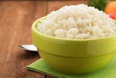 Cocinar arroz blanco con aceite de coco lo hace saludable