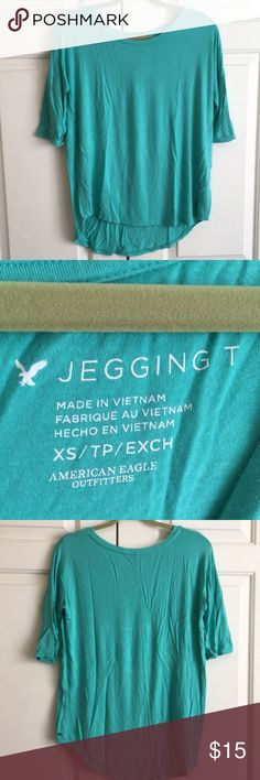 💙 Jegging TShirt EUC jegging tee from American Eagle. Hi/lol front and back. Elbow length sleeves. Very comfortable top. Pretty green color. American Eagle Outfitters Tops Tees - Long Sleeve