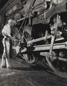 1029: O. WINSTON LINK, 1914-2000 NW333 lubricator Charl : Lot 1029