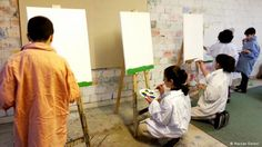 Using art to help Syrian refugee children cope with trauma: Over the course of the year, Kurdish art therapist Hassan Deveci has helped children come to terms with traumatic experiences. Help Syrian Refugees, Art Therapy Children, Canadian Culture, Trauma, Ptsd, World Conflicts, Healthy Weight Gain, Vocabulary Building, Body Poses