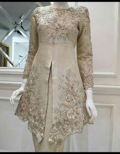 28 Trendy dress hijab evening wedding gowns - - 28 Trendy dress hijab evening wedding gowns Source by andiska Malay Wedding Dress, Kebaya Wedding, Muslimah Wedding Dress, Wedding Gowns, Desi Wedding Dresses, Kebaya Lace, Kebaya Hijab, Kebaya Dress, Vera Kebaya
