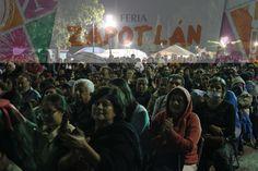 La gente de zapotlán aplaudiendo y cantando con Dina Buen Día.