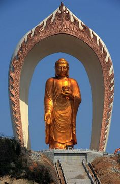Donglin Buddha statue at the Donglin Temple in Xingzi County of Jiujiang City. This bronze statue of Amitabha Buddha, which is 48 meters in height, is believed to be the tallest of its kind in the world.