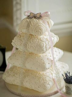 What a great cake! Love this cake Wedding Cakes x www. Roses Wedding Cake Love this cake. Luxury Wedding Cake, Beautiful Wedding Cakes, Gorgeous Cakes, Pretty Cakes, Cute Cakes, Amazing Cakes, Cake Wedding, Ivory Wedding, Unusual Wedding Cakes